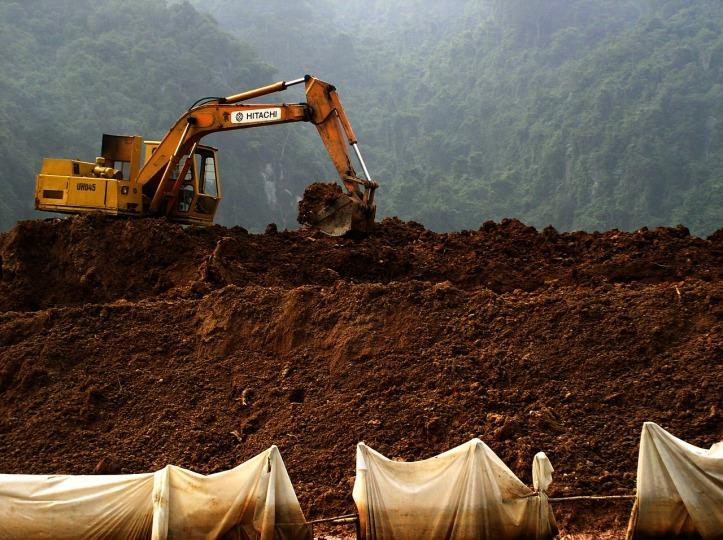 digging-469515_1280